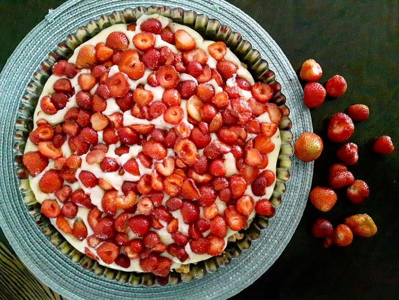 Tarta z truskawkami – jeden z najprostszych deserów