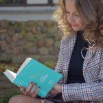"""""""Czytanie książek to najpiękniejsza zabawa, jaką sobie ludzkość wymyśliła.""""Wisława Szymborska"""