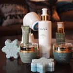 Oczyszczanie, złuszczanie, masaż, nawilżanie i redukcja zmarszczek
