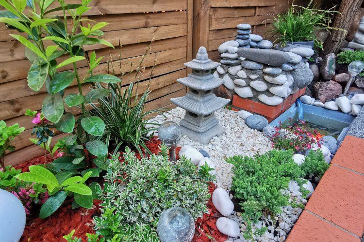 Inspiracje ogrodowe, w tym zalety wykorzystania wody deszczowej i fus z kawy